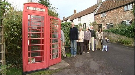 _46823229_phonebox_queue