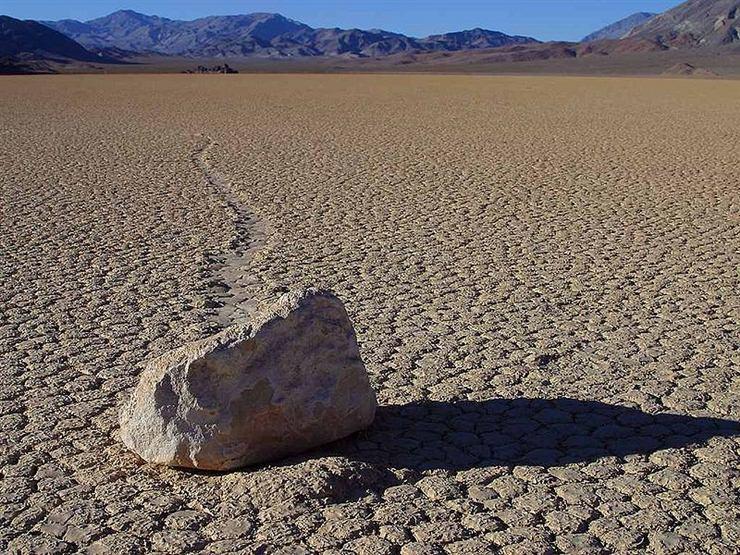 PH-800px-Death-Valley-Recetrack