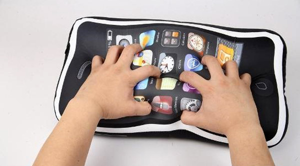 Icushion_iphone_pillow_4