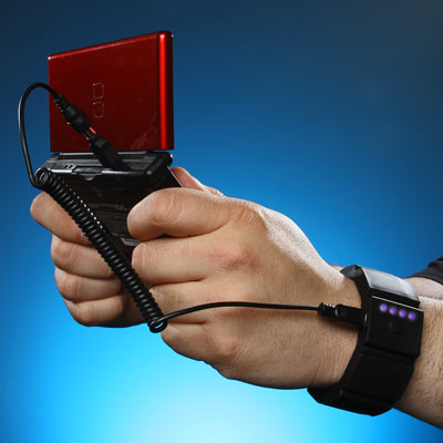 Ceca_wrist_charger_gaming