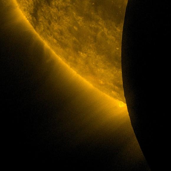 Sdo-look-at-moon-580x580