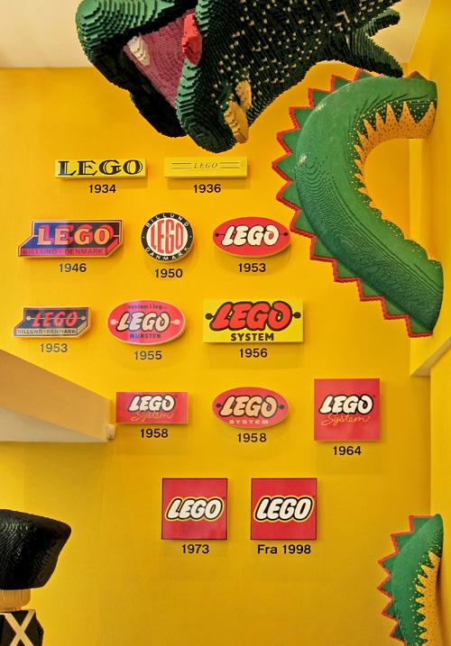 Lego-logo-wall