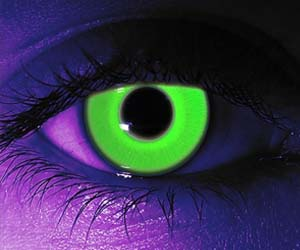 Glow-in-the-dark-contact-lenses