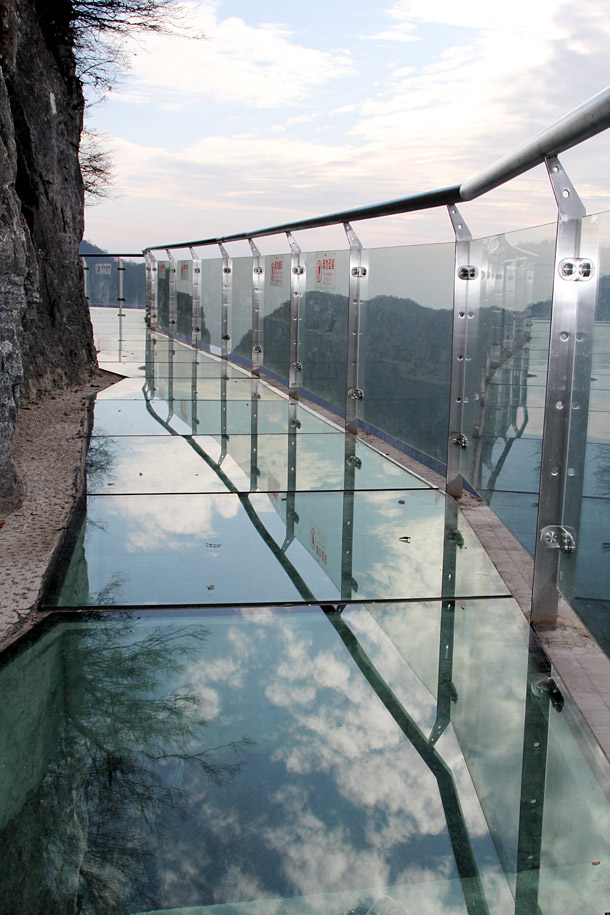 Glass-pavement-in-mountains-5