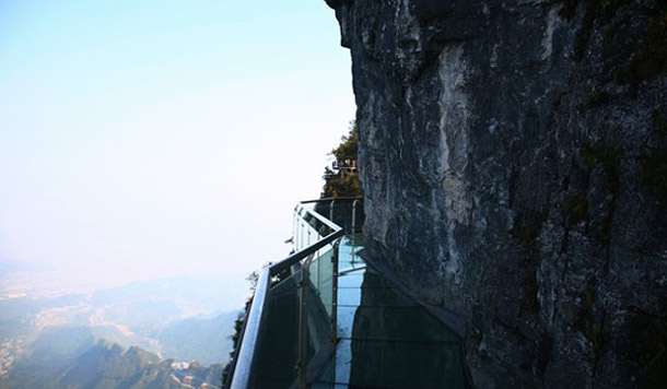 Glass-pavement-in-mountains-4