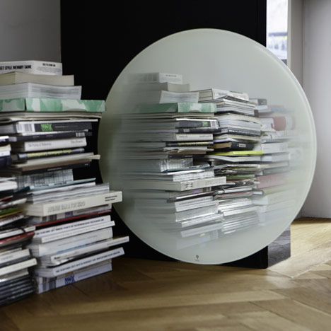 Dezeen_Fading-Mirror-by-Thomas-Eurlings-1