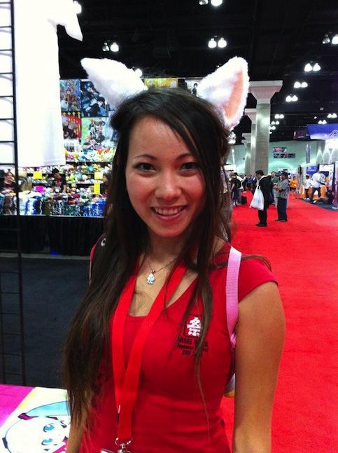 Necomimi-mind-controlled-animatronic-cat-ears-4