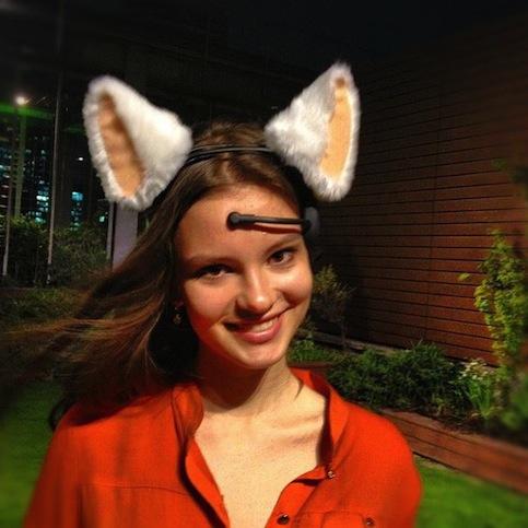 Necomimi-mind-controlled-animatronic-cat-ears-6
