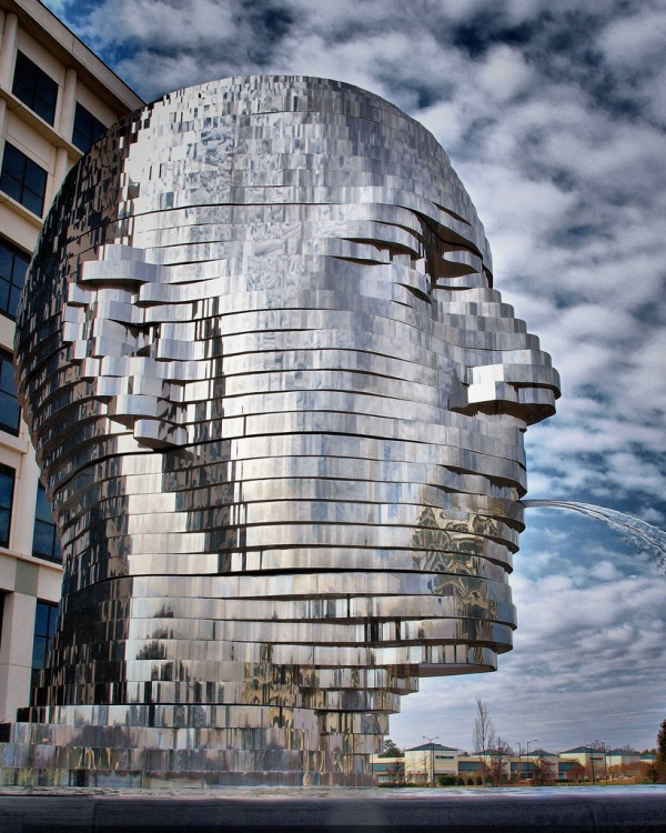 Metalmorphosis-by-Czech-sculptor-David-Černý-3