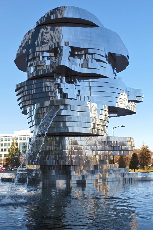 Metalmorphosis-by-Czech-sculptor-David-Černý-2
