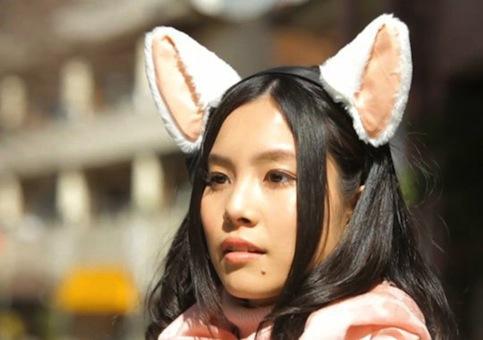 Necomimi-mind-controlled-animatronic-cat-ears-1
