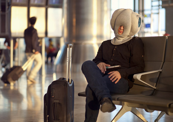 Ostrich-Pillow-allows-you-to-take-a-nap-anywhere
