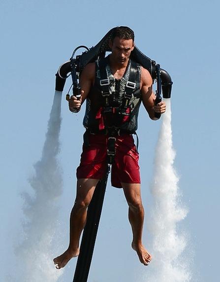 Dean+O+Malley+Jetpack+Pilot+Demonstrates+Jet+en84U-_Rkvvl