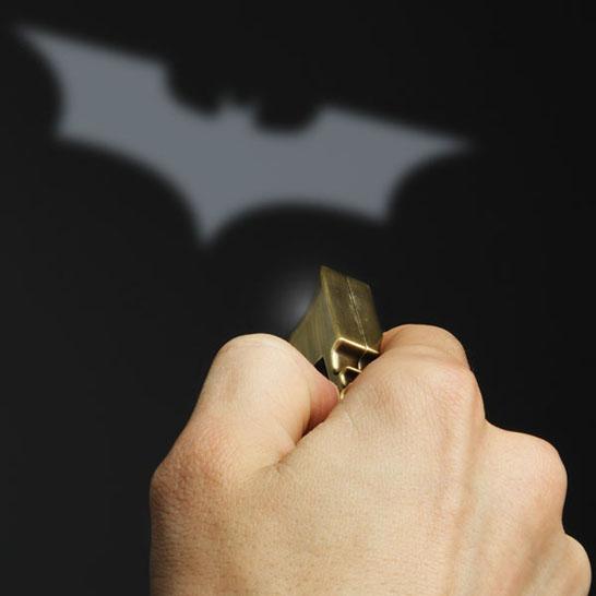 Batman-Bat-Signal-Keychain