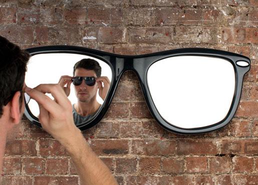 Looking-good-sunglasses-mirror-thabto1
