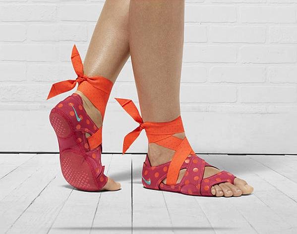 Nike-Studio-Wrap-Pack-555173_601_A