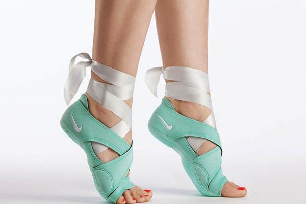 brand new c2787 fe1e6 Nike Studio Wrap Amazon