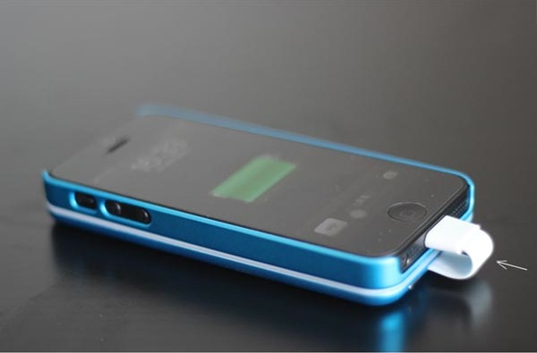 Allputer_magnetic_attaching_iphone_5_battery_6