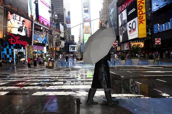 23358_reflectiveumbrella-newyorkscene2