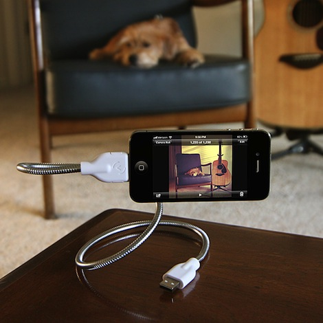 15ff_une_bobine_flexible_stand_and_charging_cable_photo