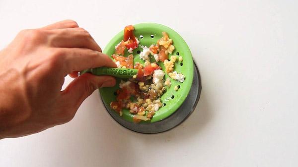 Tweak-flexible-sink-strainer-designboom-02