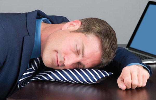 Powertie-inflatable-necktie-nap-pillow-xl