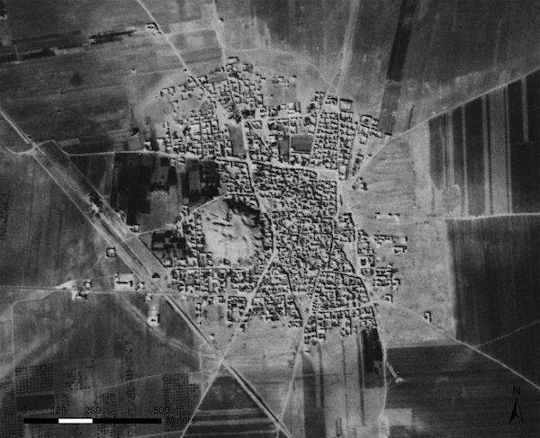 Corona-satellite-imagery-archaeology-01_79091_990x742