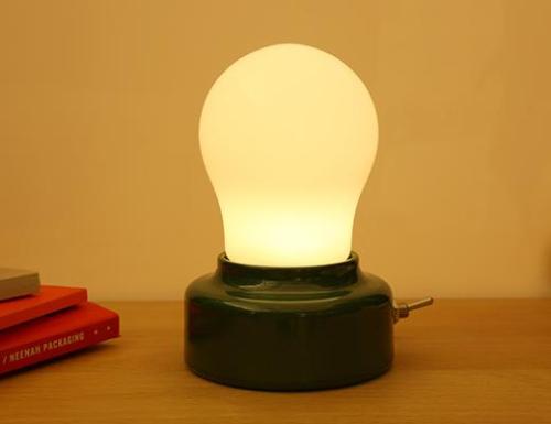 LP64_BULB_LIGHT_Action_0152_1024x1024