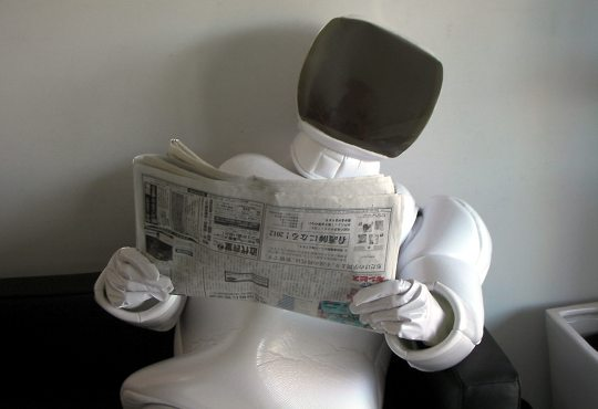 Asimo-robot-suit-costume-newspaper-cosplay