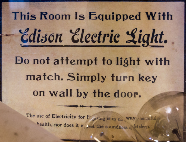 This_room_is_equipped_with_Edison_electric_light