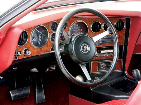 Hppp_0801_05_z-1975_pontiac_grand_am-dash