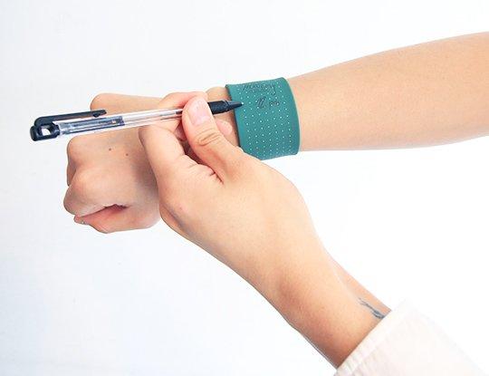 Wemo-wearable-bracelet-memo-notepad-1a-(1)