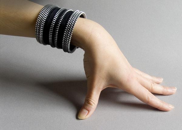 Bracelets_0000_black-band-cuff