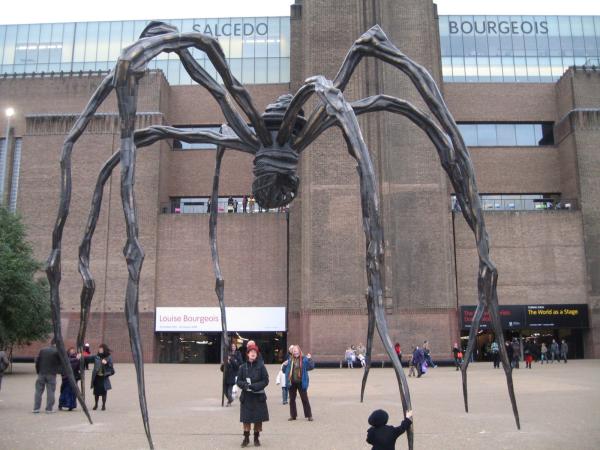Louise-Bourgeois-Maman-Spider-Tate-Modern-London-800x600@2x