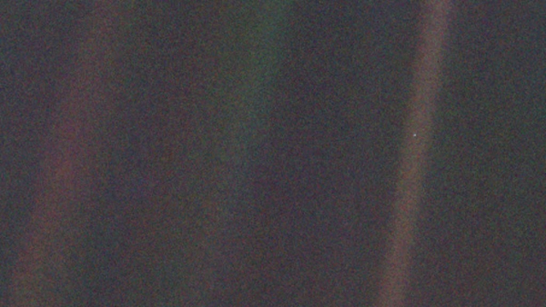 Original-Pale-Blue-Dot-Crop