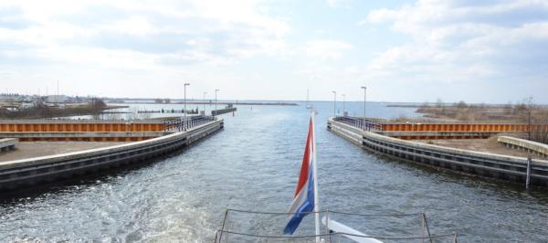 Veluwemeer-aqueduct-lakeside-view
